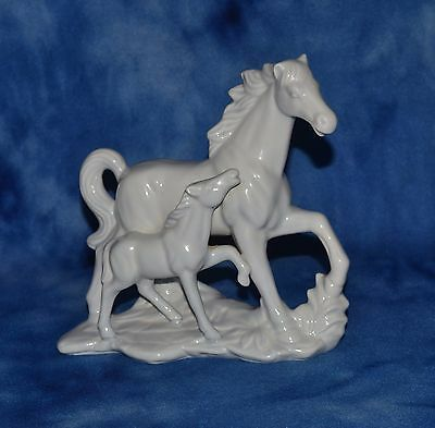 Vintage Ceramic Mare And Foal Horse Figurine Ss Stamp All White Beautiful!
