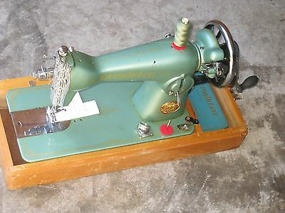 Retro Victor Deluxe Cast Iron Hand Crank  Sewing Machine & Carry Case.jap Made