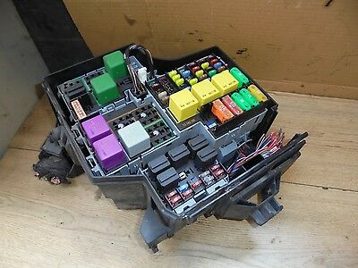 VAUXHALL CORSA C 2005 1.4 16V External Engine Bay Fuse Box 13142780 on mr2 fuse box, corolla fx fuse box, fiesta fuse box, celica fuse box, bmw e90 fuse box,