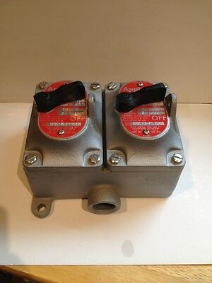 """APPLETON ELECTRIC EFSC175-F1 20A Explosion Proof Switch 2 3/4"""" inlets 2 gang box"""