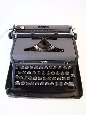 """Antique Royal """"Quiet De Luxe"""" Typewriter w/ D-Shaped Glass Keys Vintage Working"""