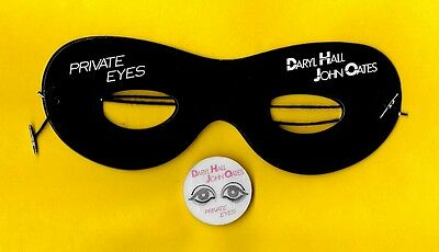 Hall & Oates 1981 PRIVATE EYES promo mask and pinback flicker button PRISTINE