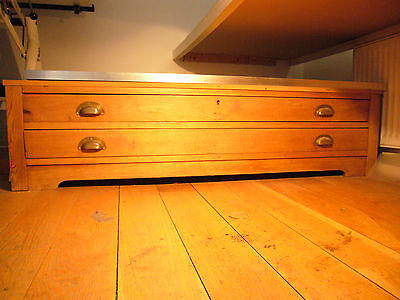 plan chest with two drawers