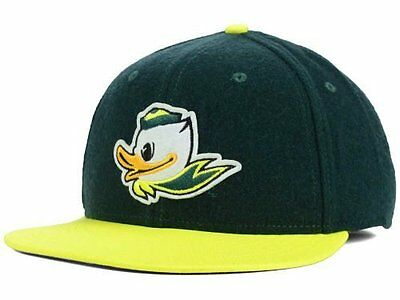 brand new a5c74 a2d1c NWT New Oregon Ducks Nike Flannel Puddles Green Hat Cap Size 7 1 8 RARE
