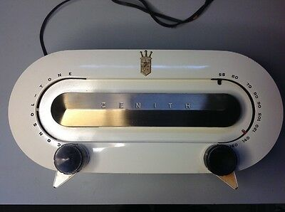 Vintage Zenith Racetrack Model H511W Tube Am Table Top Radio.