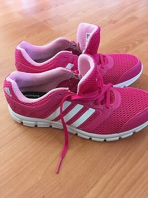 New Women's Adidas Runners Size 9.5 US