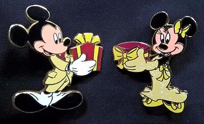 2 pins disney disneyland paris mickey et minnie noel christmas
