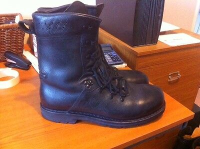 Genuine German Mark IV Army Combat boots - Supergrade - Size 300 - size 11.5