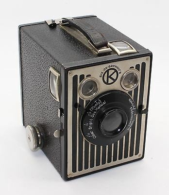 Kodak Six-20 Brownie B Box Camera – UK Model Art-Deco faceplate c.1937-41 - VGC