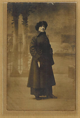 Carte Photo vintage card RPPC femme en manteau tampon Geprüft bt047