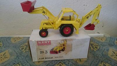 Kent 1/32 1961 JCB 3 Resin 1/32 scale. Very good condition and original box
