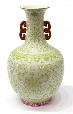 An antique Chinese porcelain bottle vase, Daoguang mark and period