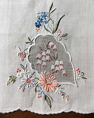 Immaculate Vintage 1950s Hand Embroidered White Linen Guest Towel/Tray Cloth