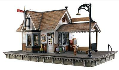 "Woodland Scenics 5852 O Fertigmodell ""The Depot"""