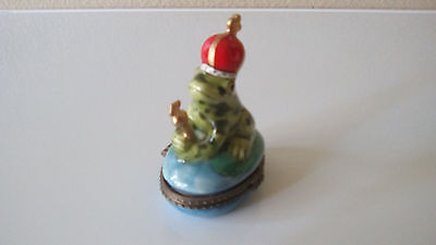 FROG FIGURINE with crown, a heart in compartment. Holds jewerly. USA