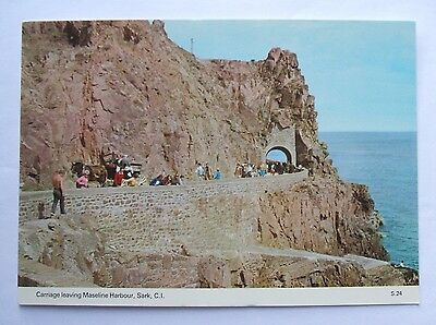 Postcard - CHANNEL ISLANDS - SARK - Carriage leaving MASELINE HARBOUR -(CHIS1-8)