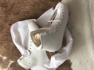 BRAND NEW IN BOX Edea Concerto, Ivory, 235, Width B SKATES BOOTS ICE SKATING