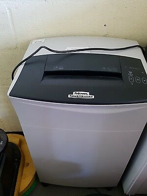 Fellowes Powershred C-220C 12-14 Continuous Use Confetti-Cut Paper Shredder