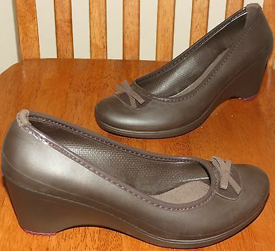 CROCS Closed Toe Platform WEDGE Heel Womens 7 brown Shoe EUC excellent