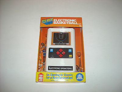 Mattel Classic Basketball Hand Held Game 2014 Electronic Travel New NBA Works