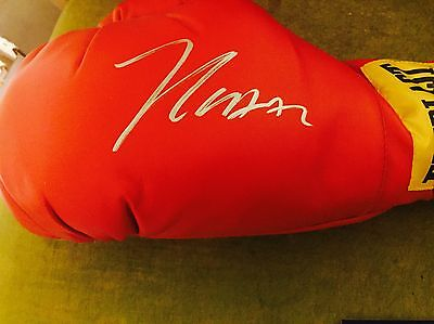 Julio Cesar Chavez Signed Boxing Glove PSA//DNA