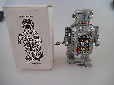 Roboter MS 249 - Space Toy - 8,5cm Uhrwerk Blech in OVP (699b)