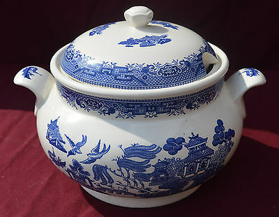 Churchill pottery Willow Pattern Lidded Vegetable/Soup Tureen ..A/F