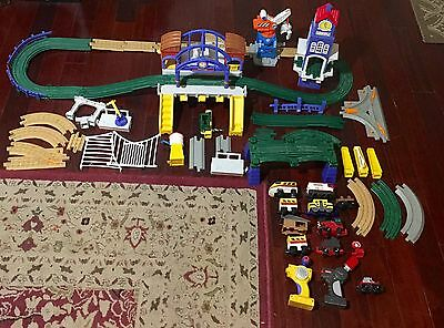 Geotrax Grand Central Station Clock Tower Lot w/ 2 Remotes 2 enginesTrains READ