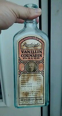 Rawleigh's Vanillin Coumarin flavor extract bottle with label