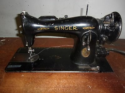 Singer 15-91 sewing machine w/foot pedal lots of extras works