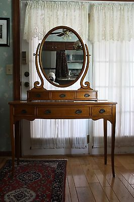 Vintage Solid Maple Make Up Vanity With Mirror - Very Good Condition