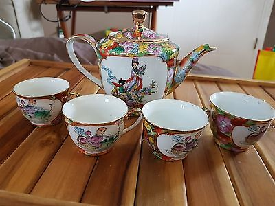Porcelain asian teapot with 4 teacups