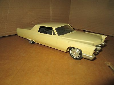 1967 Cadillac 67 Coupe Deville Promo or model 1/25 plastic yellow w/ broke roof