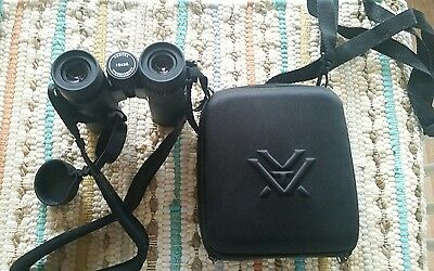 Vortex Diamondback 10x32 Roof Prism Binoculars & Accessories