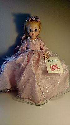Madame Alexander - Cinderella #1546 - Classic Series 1965 - Mint Condition - 14""
