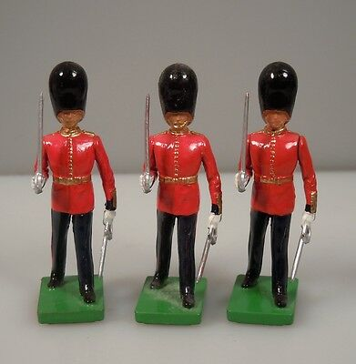 1990 W Britain 3 Lead Toy Soldier Guards     47710