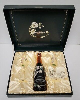 COLLECTIBLE PERRIER-JOUET CHAMPAGNE BRUT 1995 GIFT BOX with 2 FLUTES GLASSES SET