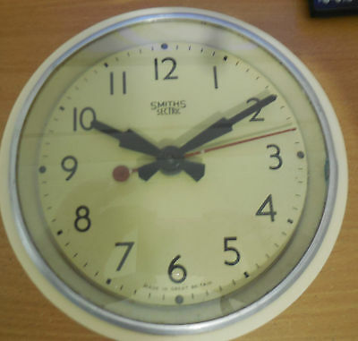 Smith's Bakelite off white Vintage Wall Clock 1940s made In England rare