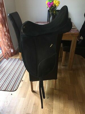 17.5 Inch Black Wintec Isabell Werth Cair Dressage Saddle Changeable Gullet