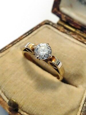 Beautiful 9ct Gold Solitaire Ring. Size M 1/2