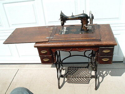 Antique Davis Vertical Feed Treadle Sewing Machine cabinet & extras S/N 3725615