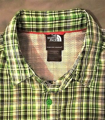 Men's THE NORTH FACE Short Sleeve Check Shirt. Medium. Green/White.