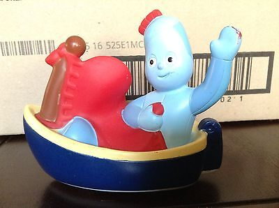 In the Night Garden Iggle Piggle in Boat with Wheels Toy Figurine