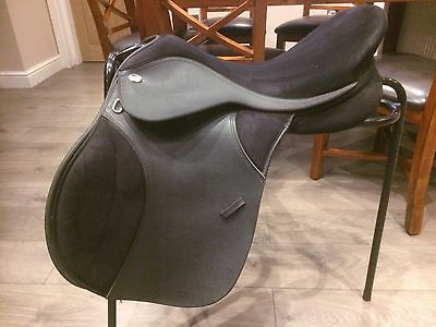 "Thorowgood T4 GP Saddle 17.5"" Adjustable Black"