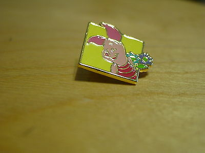Disney Pin Winnie the Pooh Piglet Flowers Hallmark RETIRED - ADORABLE- COLLECTOR