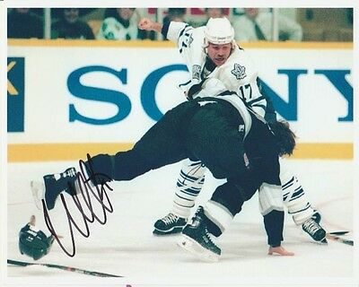 VINTAGE WENDEL CLARK SIGNED TORONTO MAPLE LEAFS FIGHT 8x10 PHOTO! Autograph