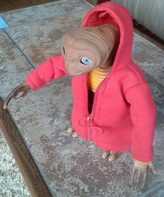 E.T Extra Terrestrial Interactive Electronic Figure by Tiger SUPERB