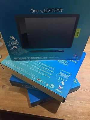 Wacom CTL-471 ONE Small Graphic Tablet, PC / Mac, Graphic Tablet with Pen