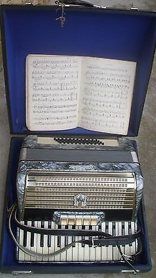 Great  German  Piano Accordion Weltmeister 48 Bass   With Case And  Textbook