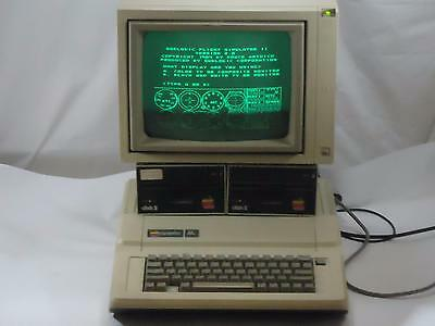 VINTAGE Apple IIe 2e A2S2064 Computer Monitor Disk Drives Software Manual Bundle